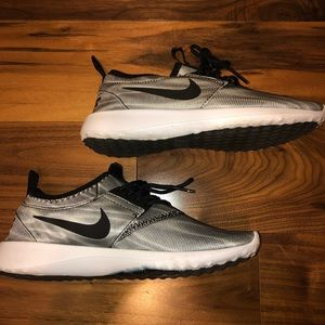 Nike Stretch Tennis Shoes